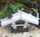 Karmnik dla ptaków z zielonym dachem
