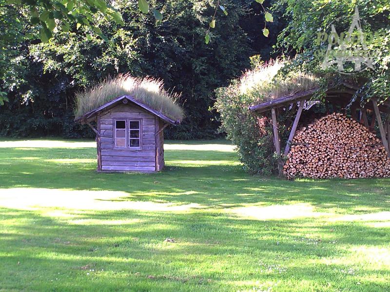 karmnik dla ptak w z zielonym dachem porady ogrodowe. Black Bedroom Furniture Sets. Home Design Ideas