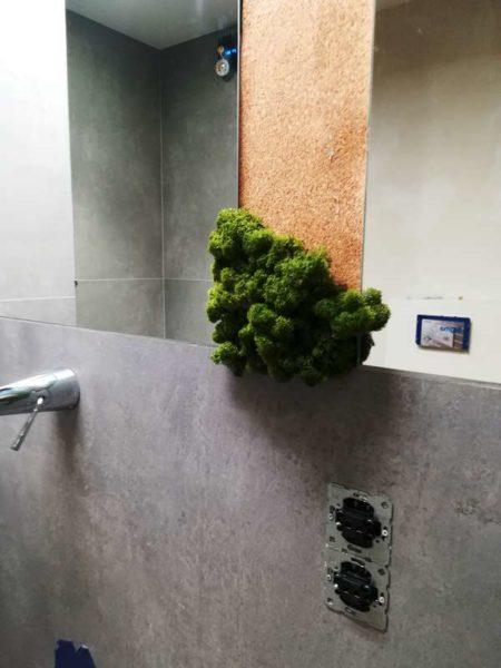 aranżacje wnętrz zielenią - zielone ściany z mchu